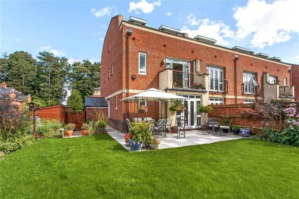 4 Bedrooms End Of Terrace House for sale in Fraser Gardens, Winchester, Hampshire, SO22