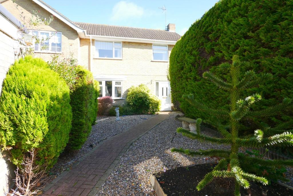 3 Bedrooms Semi Detached House for sale in Oulton Street, Oulton, Lowestoft