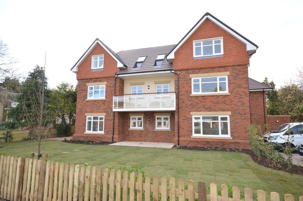 3 Bedrooms Ground Flat for sale in Copse Road, New Milton