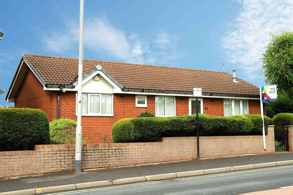 3 Bedrooms Detached Bungalow for sale in 170 Oldham Road, Shaw