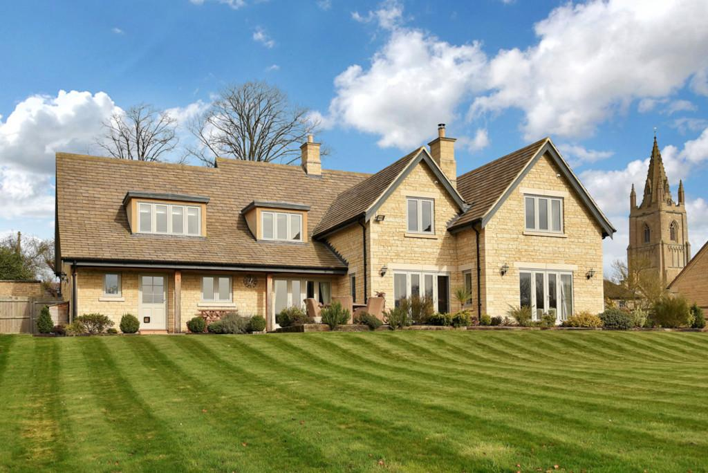5 Bedrooms Detached House for sale in Audit Hall Road