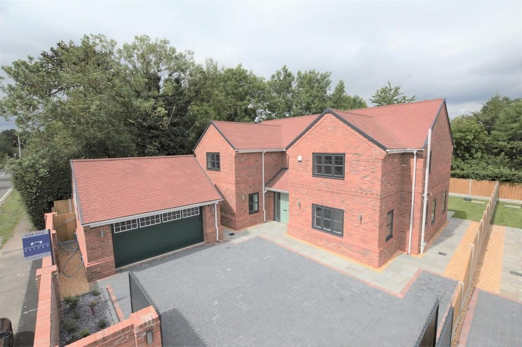 4 Bedrooms Detached House for sale in 1 Meadow View, Duddon, CW6 0EW