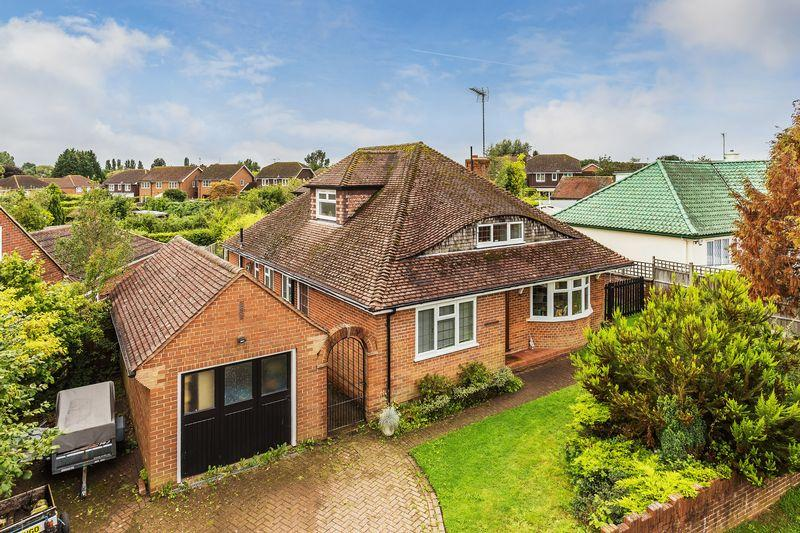 4 Bedrooms Detached House for sale in Jacobs Well, Guildford