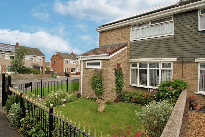 3 Bedrooms Semi Detached House for sale in Fossfeld, Bishopsgarth, Stockton, TS19 8TP