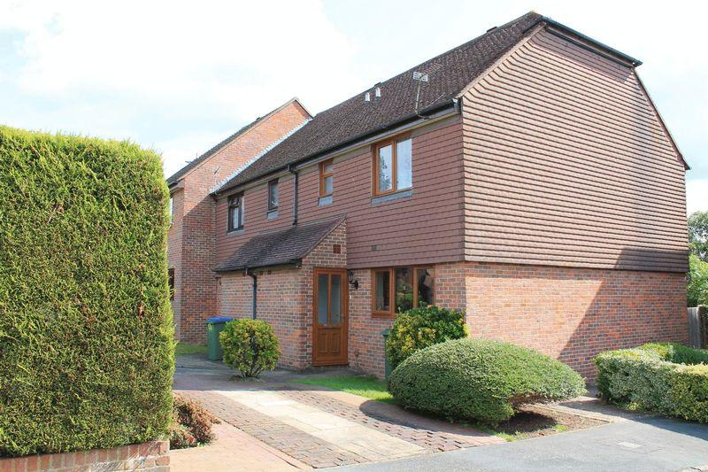 3 Bedrooms End Of Terrace House for sale in Forge Way, Billingshurst