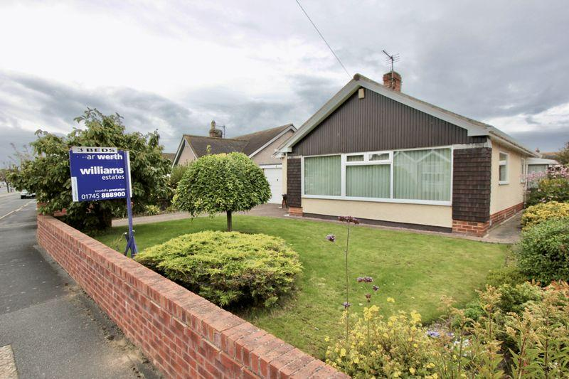 3 Bedrooms Detached Bungalow for sale in Fairlands Crescent, Rhuddlan