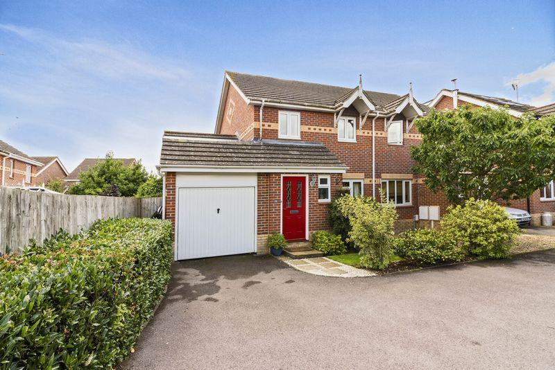 4 Bedrooms Semi Detached House for sale in Squadron Drive, Worthing