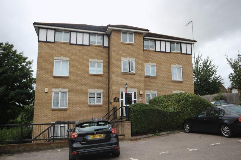 2 Bedrooms Flat for sale in Norfolk Close, Dartford