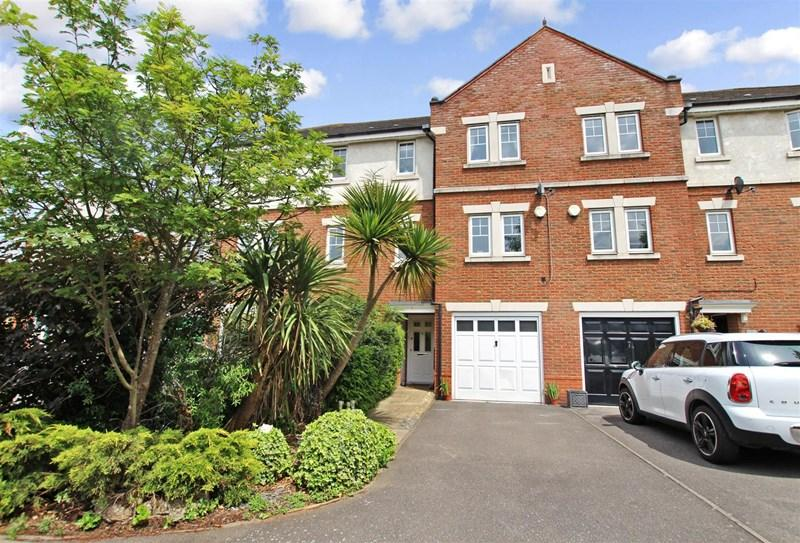 3 Bedrooms Terraced House for sale in Falstaff Close, Braeburn Park, Crayford