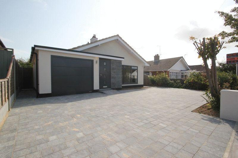 2 Bedrooms Bungalow for sale in Rodbridge Drive, Southend-On-Sea