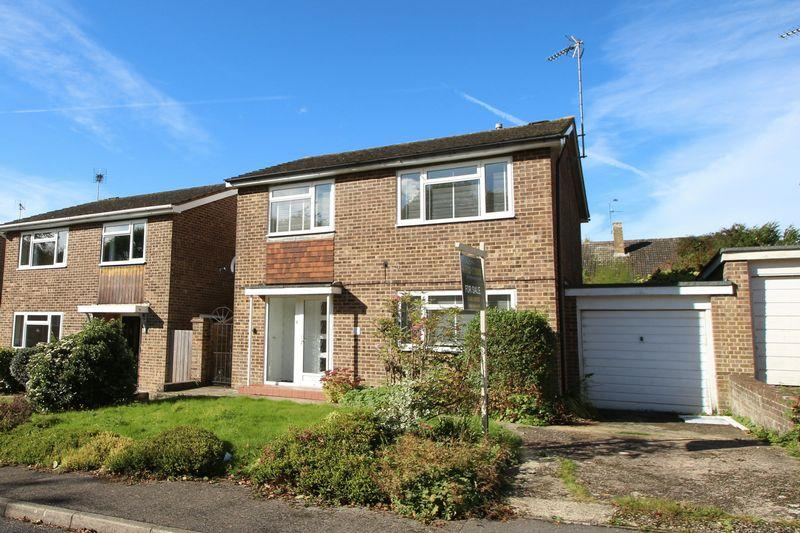 4 Bedrooms Detached House for sale in Mower Place, Cranleigh