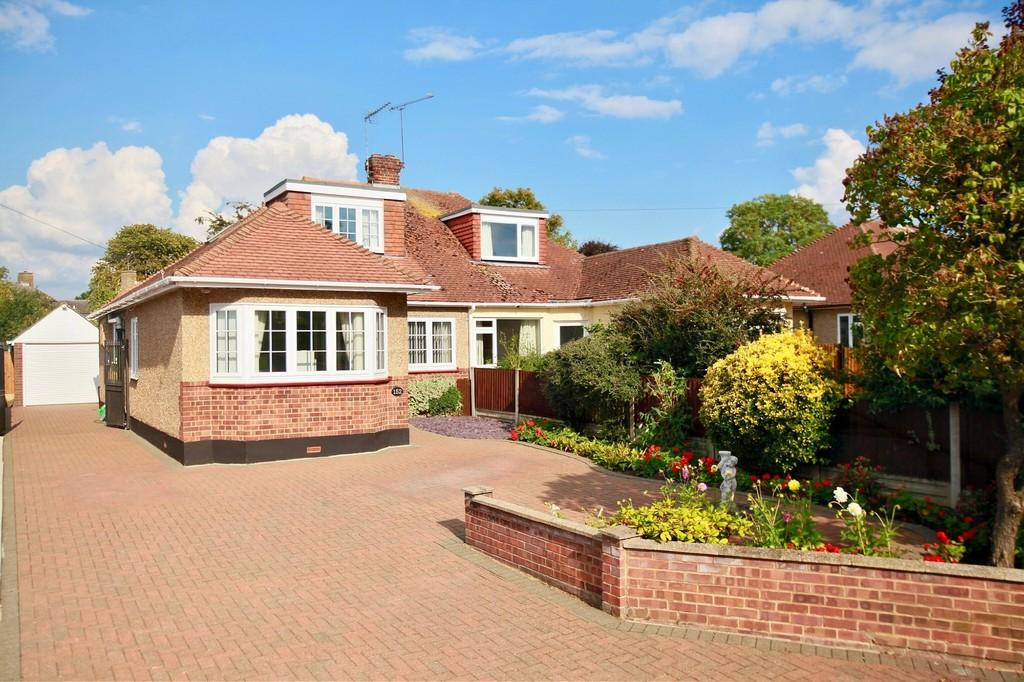 3 Bedrooms Semi Detached Bungalow for sale in Chignal Road, Chelmsford, CM1 2JD