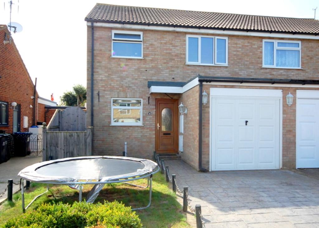 3 Bedrooms Semi Detached House for sale in Hampton Close, Herne Bay