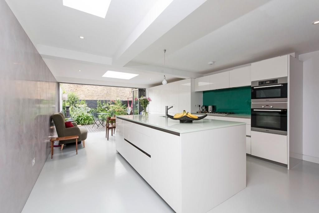 4 Bedrooms Terraced House for sale in Barmouth Road, Wandsworth, London