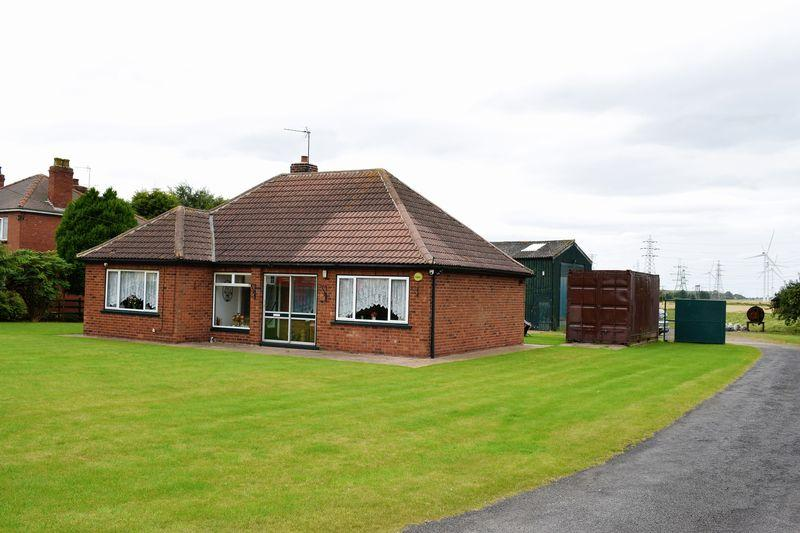 2 Bedrooms Detached Bungalow for sale in North End, Keadby