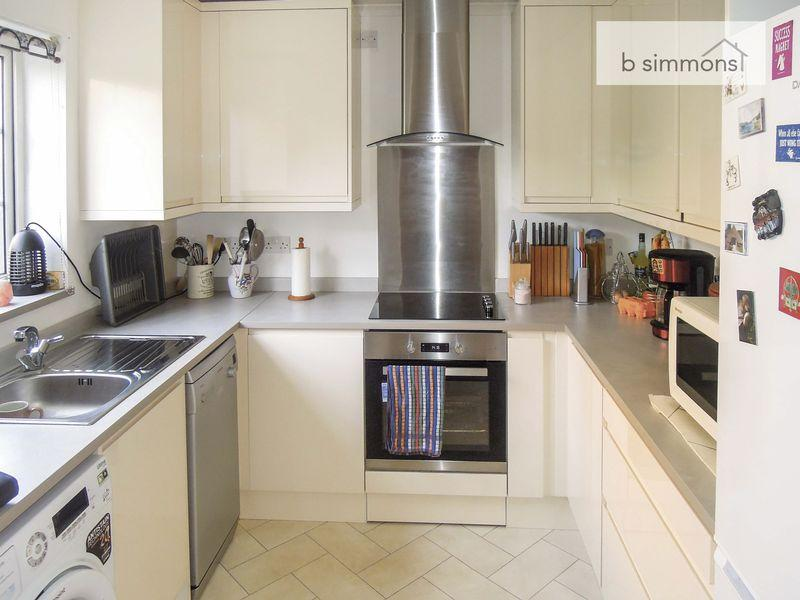 3 Bedrooms Terraced House for sale in Rochfords Gardens, Slough