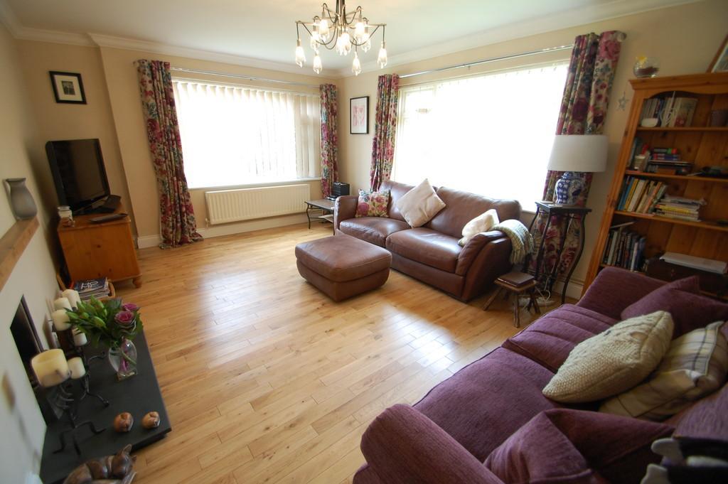 5 Bedrooms Chalet House for sale in School Road, Frettenham