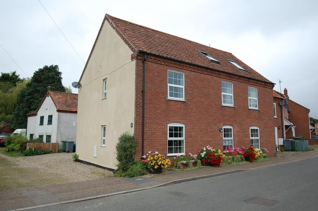 4 Bedrooms Semi Detached House for sale in Chapel Street, Cawston