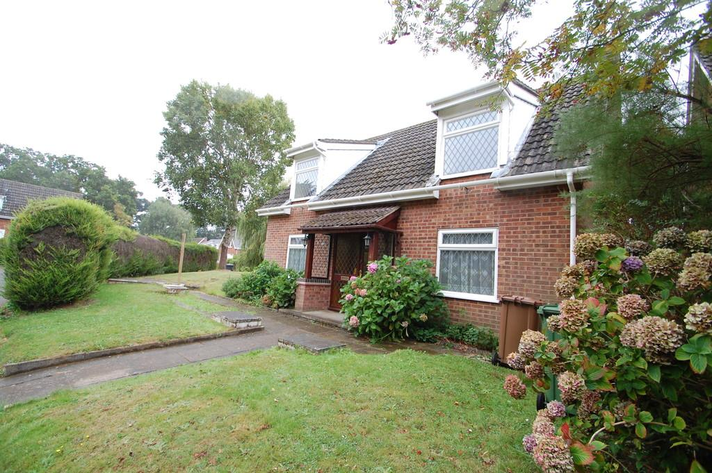 3 Bedrooms Chalet House for sale in Grange Close, Ludham