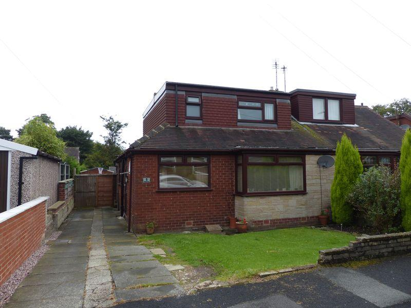 3 Bedrooms Semi Detached Bungalow for sale in Chiltern Close, High Crompton, Shaw