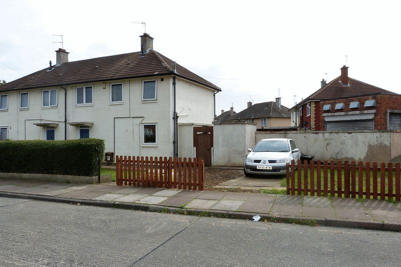 3 Bedrooms Semi Detached House for sale in Stapleford Road, Leicester