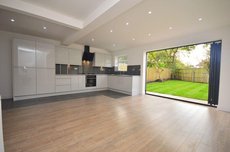 3 Bedrooms Semi Detached House for sale in Heyscroft Road, Woolton