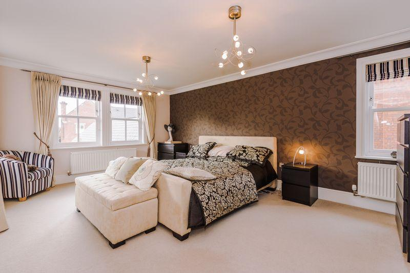 5 Bedrooms Detached House for sale in Bretland Drive, Grappenhall Heyes