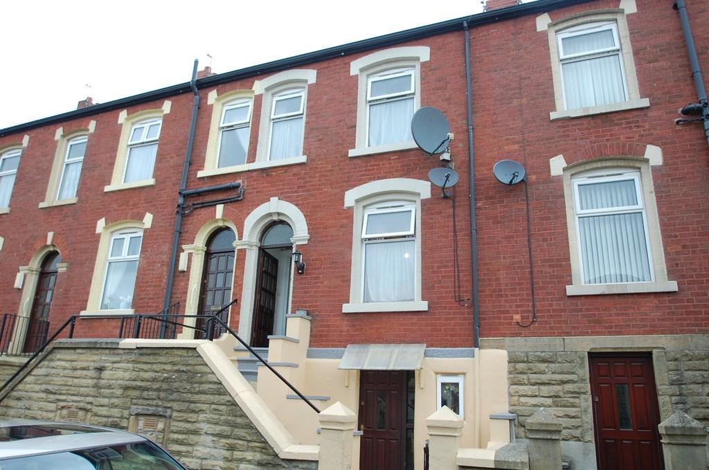5 Bedrooms Terraced House for sale in London Road, Whalley Range, Blackburn