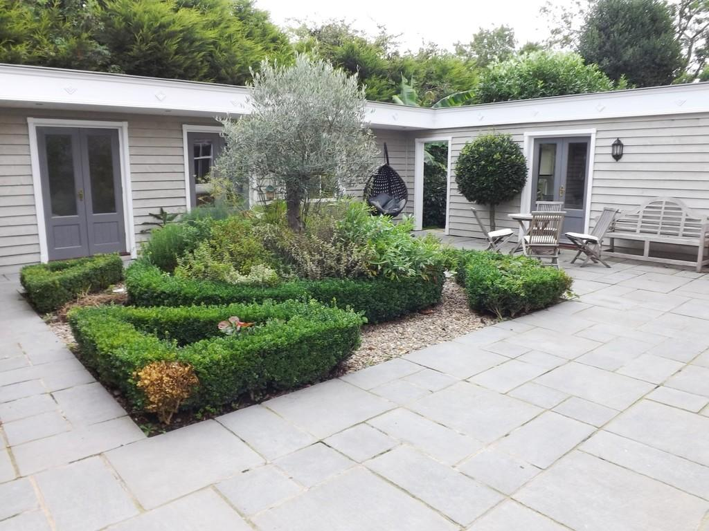 4 Bedrooms Detached House for sale in Saracen's Head