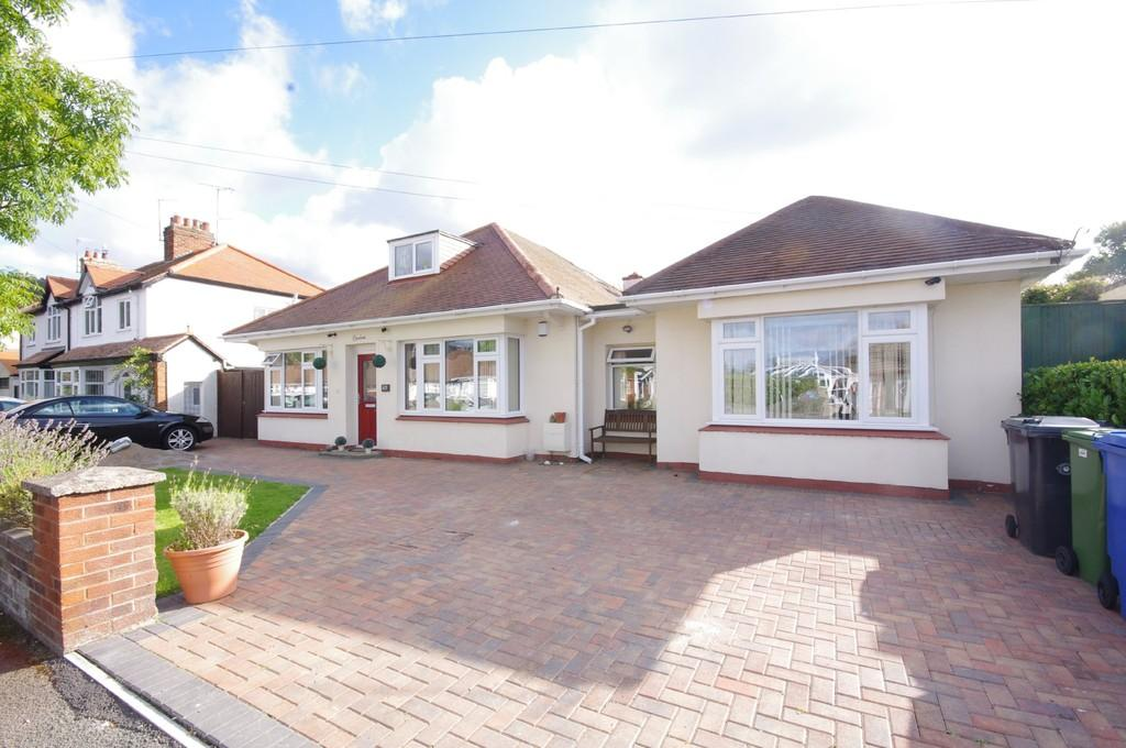 5 Bedrooms Detached Bungalow for sale in Princes Avenue, Prestatyn