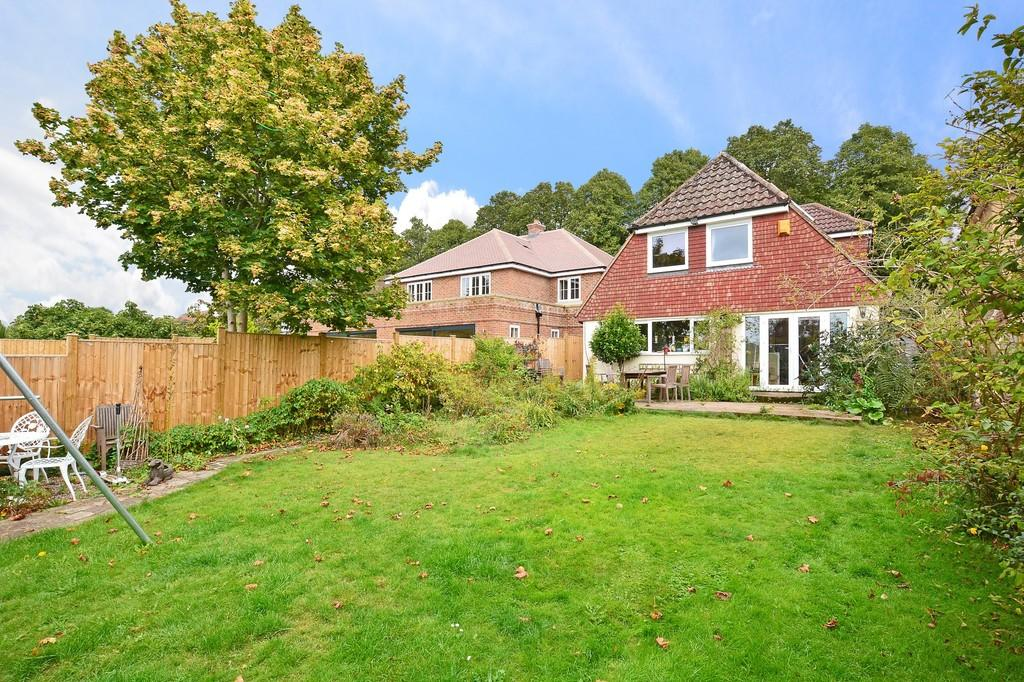 4 Bedrooms Detached House for sale in Busbridge Lane, Godalming