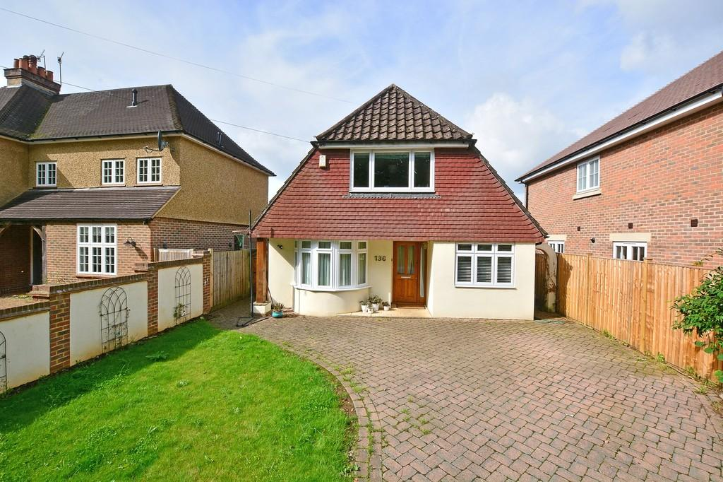 3 Bedrooms Detached House for sale in Busbridge Lane, Godalming
