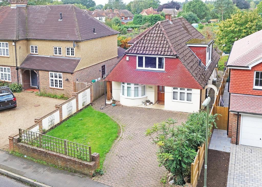 4 Bedrooms Detached House for sale in Busbridge Lane, Godalming