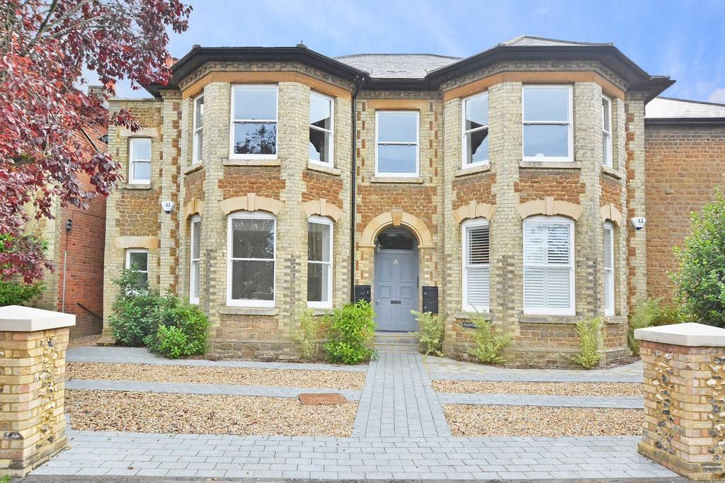 2 Bedrooms Apartment Flat for sale in West Road, Guildford