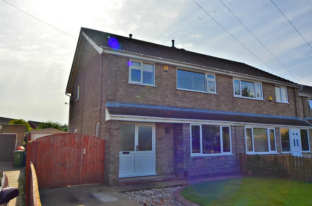 3 Bedrooms Semi Detached House for sale in 5 Crosland Road, Grimsby