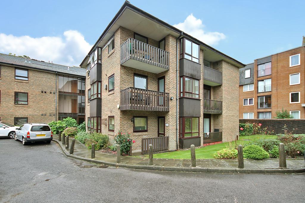 2 Bedrooms Ground Flat for sale in Brangwyn Court, Brangwyn Way, Brighton, BN1 8XT