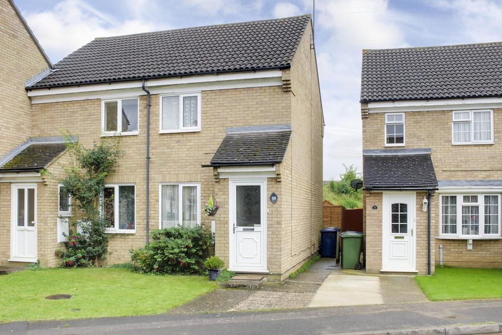 2 Bedrooms Semi Detached House for sale in William Drive, Eynesbury, St. Neots