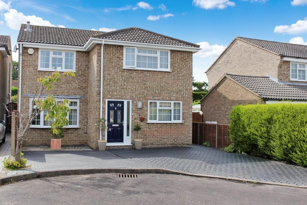 4 Bedrooms Detached House for sale in Charnwood Way, Kings Ride, Langley