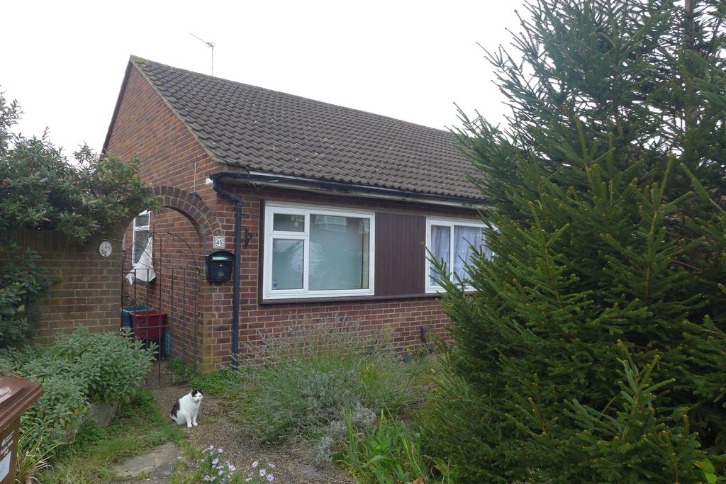 2 Bedrooms Bungalow for sale in Conway Road, Feltham