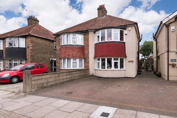 2 Bedrooms Semi Detached House for sale in Plymstock Road, Welling, DA16