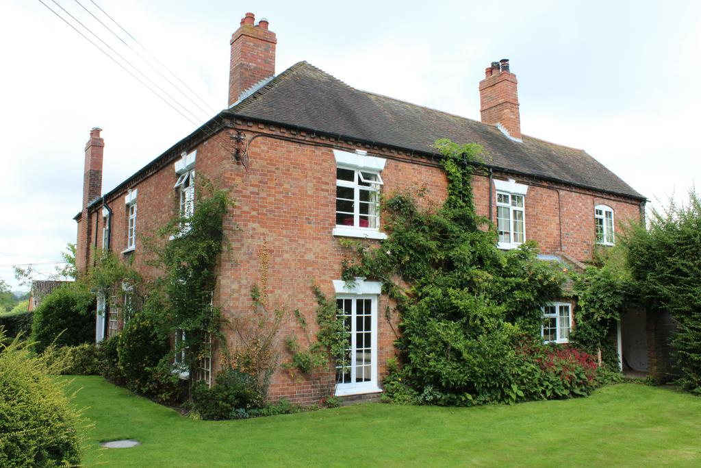 7 Bedrooms Farm House Character Property for sale in Terrace Farm Brineton, Terrace Farm