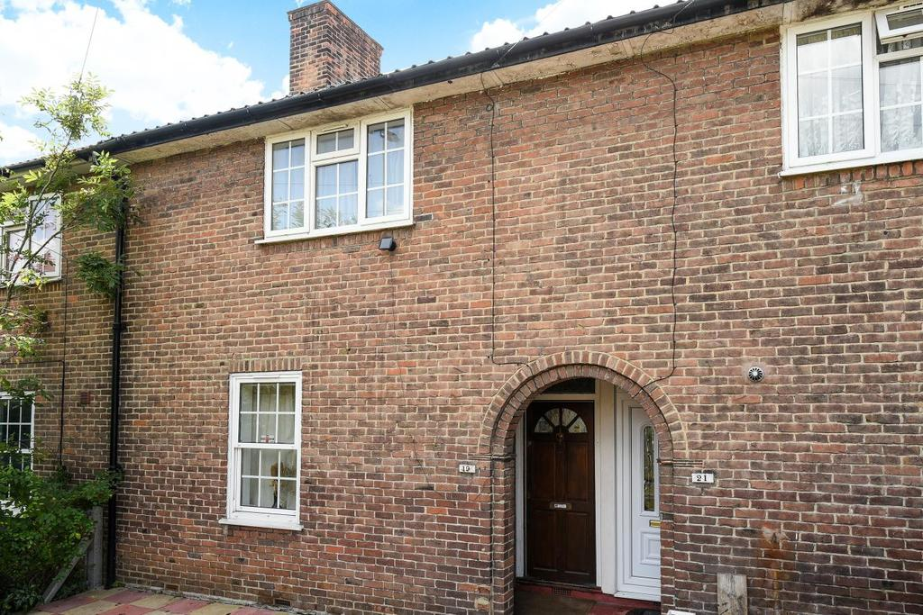 2 Bedrooms Terraced House for sale in Shroffold Road, Bromley