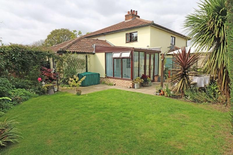 3 Bedrooms Cottage House for sale in Norwich Road, Barnham Broom, Norwich