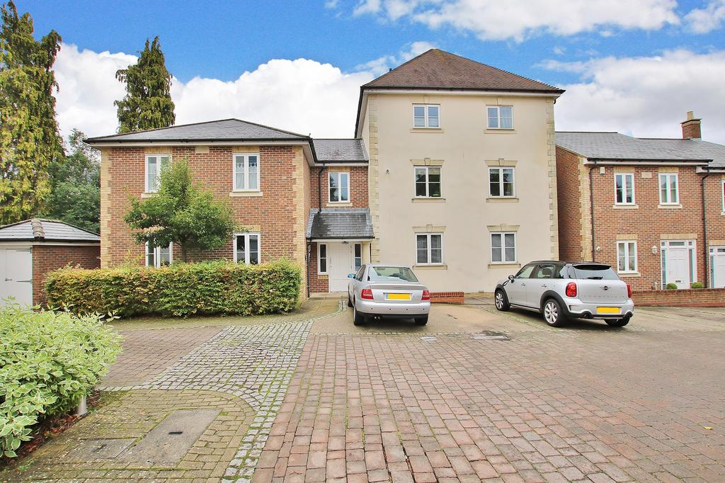 2 Bedrooms Ground Flat for sale in Winchester