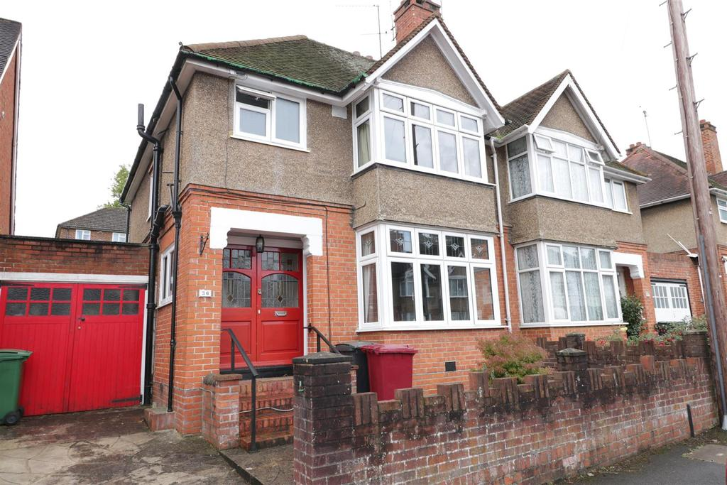3 Bedrooms Semi Detached House for sale in Boston Avenue, Reading