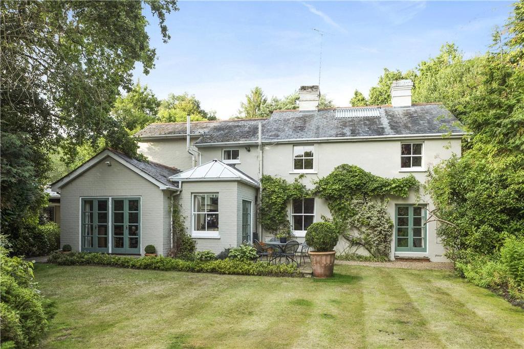 4 Bedrooms Detached House for sale in Brentmoor Road, West End, Woking, Surrey, GU24