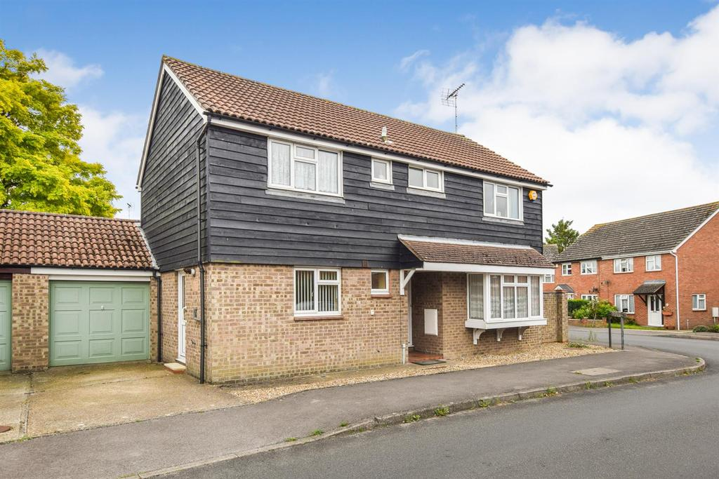 4 Bedrooms Detached House for sale in Redshank Drive, Heybridge, Maldon