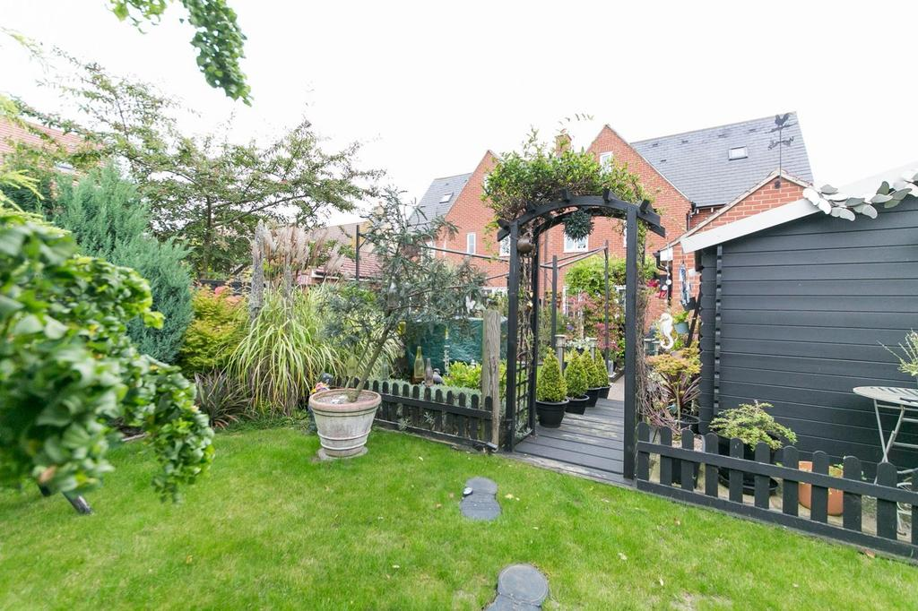 3 Bedrooms Town House for sale in Valentinus Crescent, Colchester, Essex, CO2