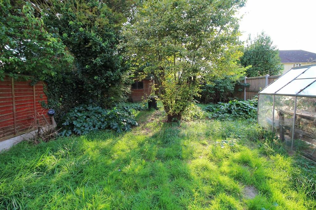 3 Bedrooms Semi Detached House for sale in St. Catherines Road, Chelmsford, Essex, CM1