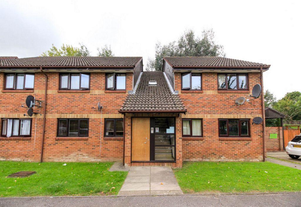 2 Bedrooms Flat for sale in Tudor Close, Hatfield, AL10